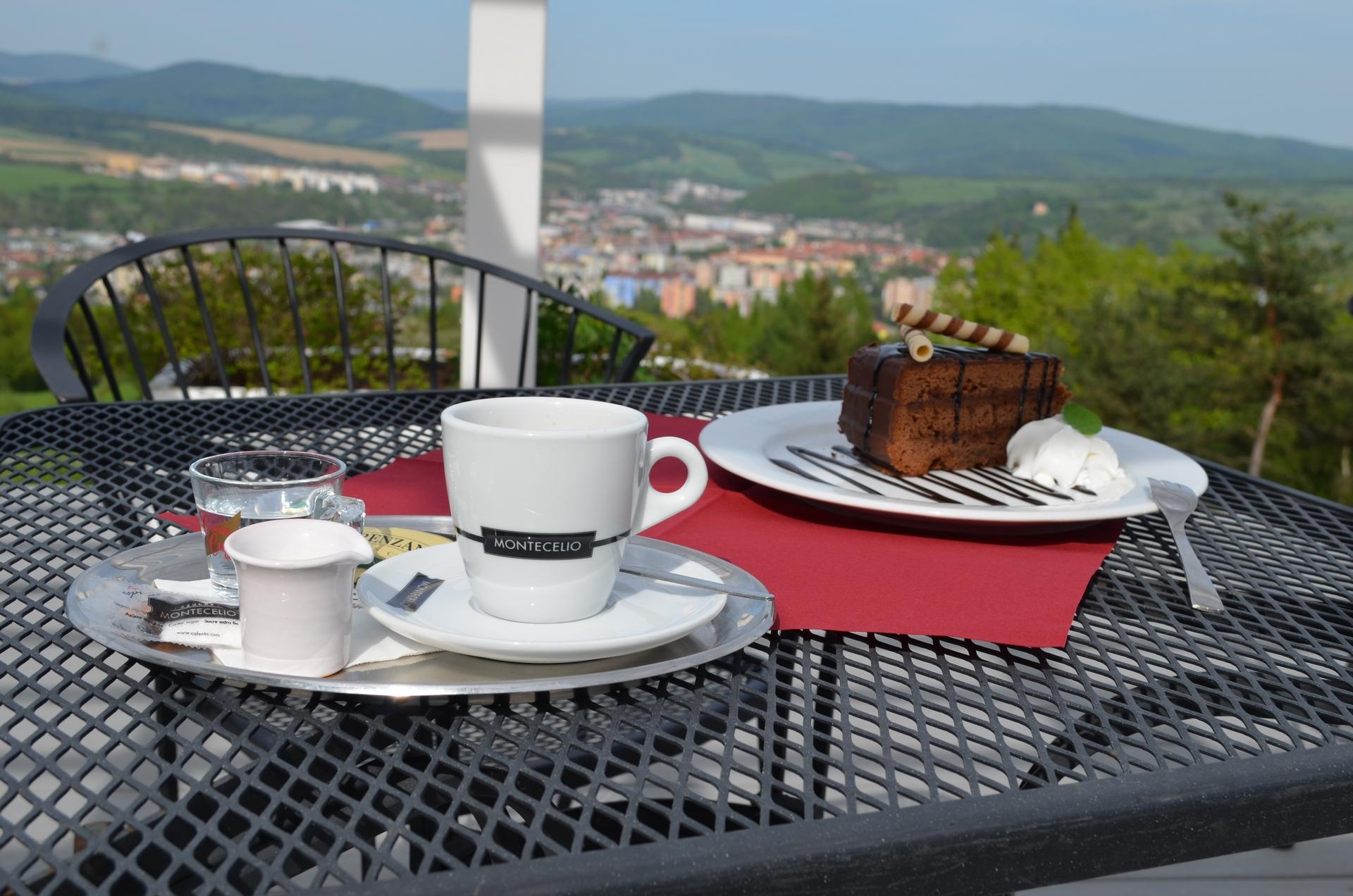 Kava a dezert v hotely bellevue bardejov